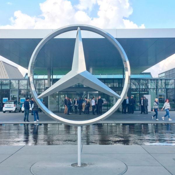 Der Stern am Eingang des Mercedes-Benz Kundencenters in Sindelfingen – das Symbol für Mercedes. Der dreizackige