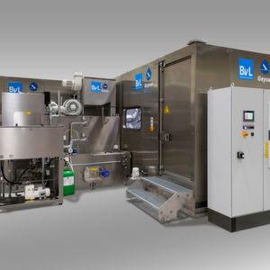 Die Hochdruckentgrat-Anlage Geyser hier kombiniert mit Vor- und Feinreinigung.