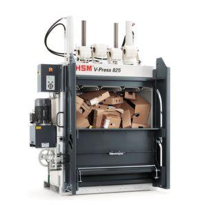 Am Ende des Pressvorgangs öffnet die Schiebetüre der V-Press 825 automatisch.
