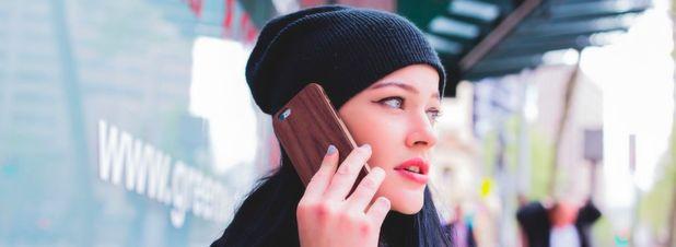 Handy-Telefonate im EU-Ausland sowie in Island, Norwegen und Liechtenstein sollen ab dem 15. Juni genauso viel kosten wie im Inland. Das EU-Parlament beschloss Obergrenzen für die Entgelte, die der heimische Netzbetreiber an den ausländischen Anbieter dafür zahlt für die Nutzung von dessen Netz bezahlen muss.