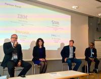 """""""Auch in Watson steckt viel offene Software"""", Terri Virnig, Vice President Power Ecosystem Strategy bei IBM im Rahmen des Partner-Panels. Von links nach rechts: Dr. Thore Rabe, Dell EMC, Terri Virnig, IBM, Chad Meley, Teradata, Asif Abbasi, SAS"""