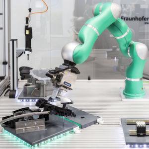 Roboter klipsen, schrauben oder nieten immer geschickter