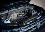 Unter der Haube steckt wahlweise ein 3,6-Liter-VR6-Sauger oder ein 2,0-Liter-Vierzylinder-Turbo.
