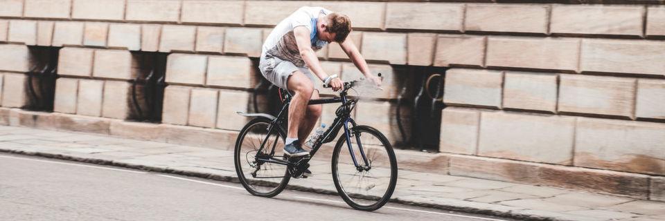 Gehen, Laufen, Fahrradfahren – all diese Bewegungsabläufe hat das Stammhirn meist schon perfekt verinnerlicht. Fassen Sie alle diese unbewusst ablaufenden Entscheidungen zusammen, so kommen Sie schnell auf einen hohen Prozentsatz. Übrig bleibt nicht viel. Aber genau das hat es in sich.