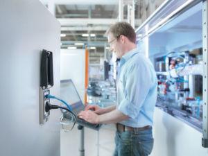 Gogaplug Service-Schnittstelle: Schneller Zugriff auf Steuerung und Funktionselektronik bei geschlossener Schaltschranktür.