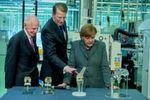 Selbst Bundeskanzlerin Merkel ließ sich im vergangenen Jahr von Prof. Knaebel durch die Innovation Factory führen.