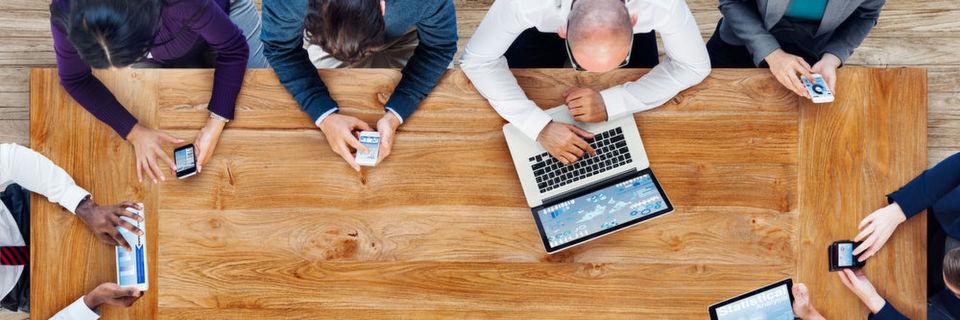 Smartphone, Tablet, Laptop und Co. – die digitale Transformation ist in vollem Gange. Was viele vergessen: im Mittelpunkt der digitalen Transformation steht immer noch der Mensch, der sich dem Wandel stellen muss.