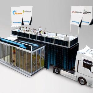 Experten von Akamai, HP Enterprise, Microsoft und PlusServer sowie zahlreiche Gastredner informieren Interessenten im Online Security Truck über Cyber-Security.