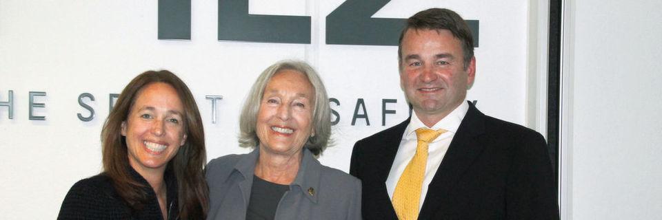 Ende 2017 wird sich Renate Pilz (Mitte), Vorsitzende der Geschäftsführung, aus dem operativen Geschäft verabschieden und die Leitung des Familienunternehmens Pilz komplett in die Hände von Tochter Susanne Kunschert (links) und Sohn Thomas Pilz (rechts) übergeben.