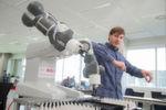 """Die Nachwuchswissenschaftler sollen dabei eng mit den Forschern des """"Bosch Center for Artificial Intelligence"""" am Forschungscampus in Renningen zusammenarbeiten. Im Gegenzug entsendet Bosch Mitarbeiter zu gemeinsamen wissenschaftlichen Projekten an die Universität."""