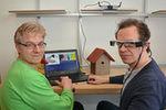 Dr. Kai Essig und Dr. Matthias Schröder (v.l.) entwickeln zusammen mit Professor Dr. Thomas Schack die intelligente Brille Adamaas.