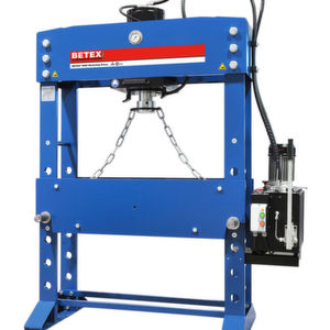 Die Elektrische Werkstattpresse Betex WSPE 100 zeigt Bega Special Tools in Halle 25.