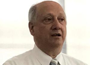 Panduit-Mitarbeiter Dr. Rick Pimpinella ist in der Forschung und Entwicklung im Bereich Lichtwellenleiter tätig. Er hält 57 US-Patente.