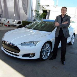 Elon Musk gibt eine Jobgarantie für die Mitarbeiter des übernommenen deutschen Autozulieferers Grohmann.