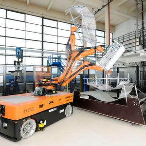 Mobile Robotersysteme werden immer besser und somit auch immer reizvoller unter anderem für die flexible Leichtbau-Produktionstechnik.