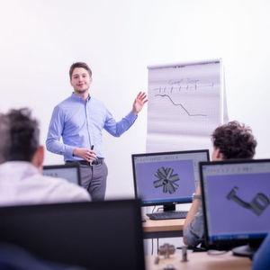 Jeder Kursleiter ist ein Experte in seinem Bereich und bringt mindestens zwei Jahre Erfahung in der Additiven Fertigungsindustrie mit.