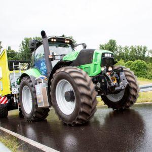 Intelligenter Traktor manövriert automatisch
