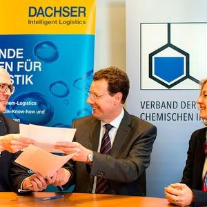 VCI verlängert Einkaufskooperation mit Dachser