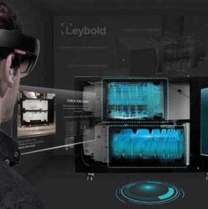Mit der Unterstützung von Augmented Reality werden 3D-Grafiken exakt auf die Pumpen projiziert.