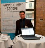 """Thomas Kolonko ist Senior Consultant und Geschäftsführer der 4strat GmbH. Das Bild entstand während einer Vorstellung des """"Foresight Strategy Cockpit""""."""