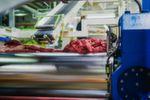 Vom Kühlschlauch bis zum Scheibenwischerblatt: Kautschukmischungen spielen sowohl in der Industrie als auch im alltäglichen Leben eine wichtige Rolle. Hergestellt werden die Werkstoffe unter anderem in den Walzwerken der Gummiwerk KRAIBURG GmbH & Co. KG.