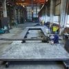 Präzisionspressenlinie steht auf geschweißte Grundplatten nach Maß