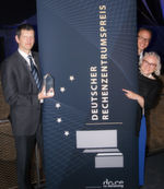 Die Preisträger 2017: Prof. Dr.-Ing Peter Radgen, Universität Stuttgart (IER), und Stephan Lang, Geschäftsführer der ICT Facilities GmbH, mit Ulrike Ostler, Cheredakteurin von Datacenter-Insider