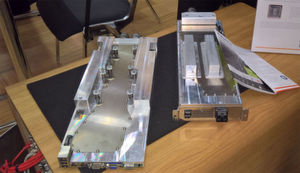 Ein wasserführender Kühlkörper auf der gesamten Platinenoberfläche kennzeichnet die für Hot Fluid Computing vorbereiteten Komponenten von Thomas Krenn.