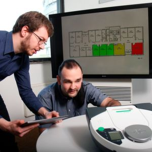 Johannes Kölsch (left) and Christopher Heinz are developing a user-friendly software system that connects devices from different manufacturers.