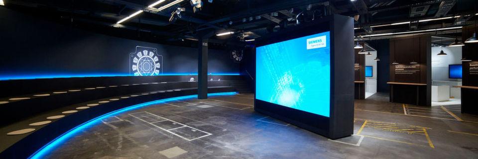 """Die """"Arena der Digitalisierung"""" soll - einschließlich der digitalisierten Motorenfabrik - zur Informationsplattform für (Werkzeug-)Maschinenbauer und Metallbearbeiter rund um das Thema Industrie 4.0 werden."""