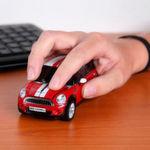 Die Wireless-Maus in Form eines Mini Cooper S verkauft www.yellowoctopus.com.au für rund 70 Euro.