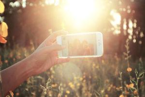 Zahlreiche Gadgets helfen, um ein perfektes Selfie zu schießen – wie die fliegende Selfie-Kamera AirSelfie.