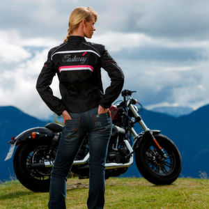 Neue Motorrad-Jeans bei Louis: Style & Schutz