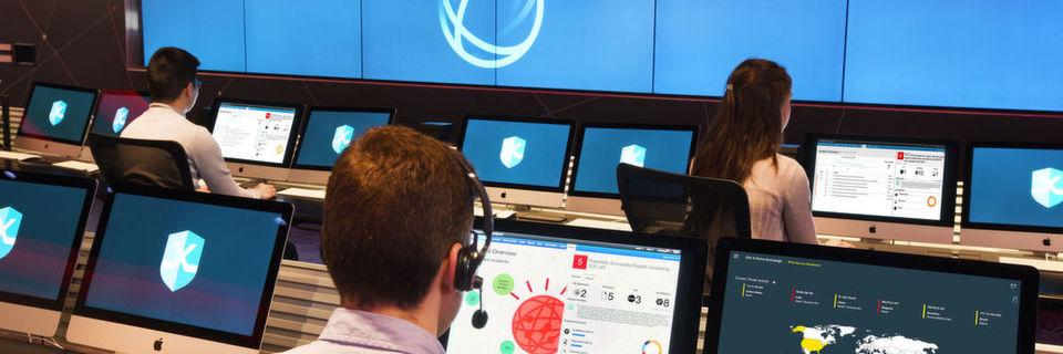 Analysten in den weltweit rund 300 IBM SOCs nutzen Watson for Cybersecurity, um IT-Sicherheitsvorfälle in Echtzeit zu untersuchen.