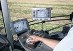 Die moderne Fahrerkabine dient dem Landwirten als Steuerzentrale für sein Feld.