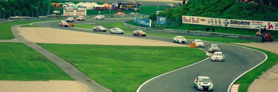 Aufgrund von zu trägen Reaktionswegen erzielt die Automobilbranche beim Rennen um zufriedene Kunden keine Bestzeiten.