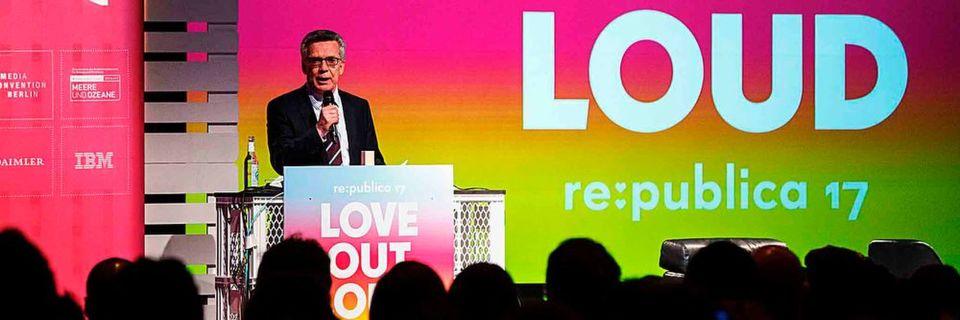 Zwischen Datenschutz und Lauschangriff – Bundesinnenminister De Maizière auf der re:publica