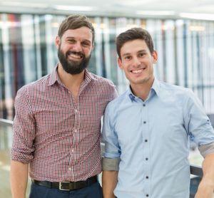 Florian Niethammer (links) und Florian Schmitz sind die für die Moulding Expo verantwortlichen Projektleiter der Landesmesse Stuttgart. Die beiden MEX-Macher freuen sich über die gesunde Entwicklung der Messe. Hier geben sie Auskunft über die Gründe dafür.
