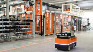 Weil das mobile Robotersystem in unmittelbarer Nähe zum Menschen arbeitet, hat sich Kuka für die Kombination der mobilen Plattform mit einem MRK-fähigen Roboterarm entschieden, die alle Sicherheitsaspekte beim Umgang mit einem mobilen Robotersystem berücksichtigt.