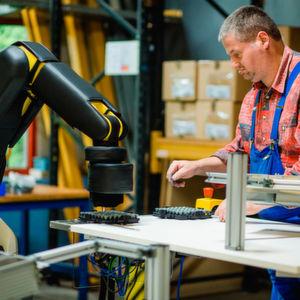 Gemeinsam statt einsam – Wie Roboter uns beim Arbeiten helfen