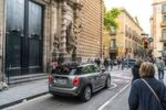 Der MINI Cooper S E Countryman ALL4 ist das ideale Fahrzeug für urbane Zielgruppen, die beispielsweise beim täglichen Pendeln zwischen Wohnort und Arbeitsplatz die Vorteile der rein elektrischen Mobilität ausnutzen und am Wochenende von uneingeschränkter Langstreckentauglichkeit profitieren wollen.