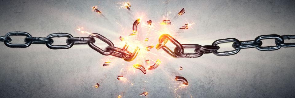 Die Lockheed Martin Cyber Kill Chain beschreibt Cyber-Attacken in sieben Stufen. Während der Angreifer nach dem Modell alle sieben Stufen erfolgreich durchlaufen muss, reicht es für die Abwehr, die Cyber Kill Chain an nur einer Stelle zu unterbrechen. Trotzdem muss die Abwehr genau wie der Angriff mehrstufig aufgebaut sein.