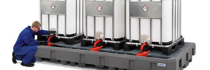 Die IBC-Station Euro-3R aus Polyethylen (PE) mit Abfüllbereich zum direkten Abstellen von drei 1000-l-IBC trägt insgesamt 6000 kg.