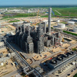 Part of the plan is the construction of a world-scale 600,000 metric ton polyethylene unit in the U.S. Gulf Coast based on Dow's proprietary Solution Process technology (Image shows unit in Freeport).