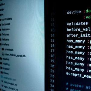 Sicherheit kann es auch für agile Projekte mit DevOps geben, wenn man richtig plant und Werkzeuge für die automatische Quellcode-Analyse und Security-Tests nutzt.