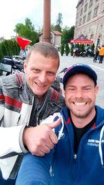 Fühle mich geehrt: Stuntlegende Dirk Manderbach wollte schon immer mal ein Selfie von mir – mit ihm.