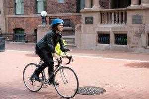 Gewinner des letzten James Dyson Award ist der Eco Helmet – ein faltbarer, recycelbarer Fahrradhelm, der für den Einsatz bei Leihrädern gedacht ist.