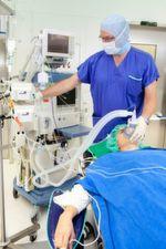Knapp zwei Millionen ambulante Operationen wurden im Jahr 2015 in deutschen Krankenhäusern durchgeführt, meldet das Statistische Bundesamt. Dies entspricht einem Anteil von 7,1 Prozent aller 27,7 Millionen Krankenhausbehandlungen.