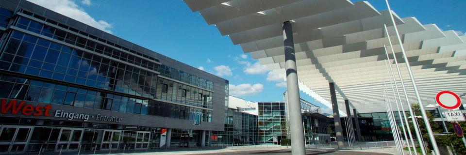 Über den neu gestalteten Eingang Mitte gelangen Besucher direkt in die Hallen der MT-Connect und zum Kongress Medtech Summit.
