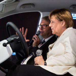 Merkel gibt Millionenziel für E-Autos auf